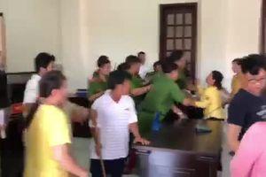 Náo loạn phiên tòa huyện ở TP.HCM: Nạn nhân kể lại phút bị bị đơn hành hung