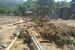 Khoảnh khắc lũ dữ cuốn trôi nhà cửa ở Yên Bái qua lời kể của người dân