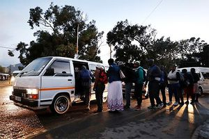 Rùng mình ngành công nghiệp taxi 'kiểu mafia' ở Nam Phi