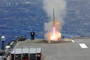 Tàu sân bay Nhật Bản khoe hỏa lực không thua kém khu trục hạm