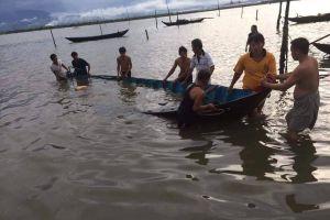 Quảng Nam: Tàu lớn cập cảng làm ghe lật úp, người dân Cồn Xi kêu cứu