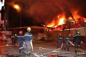 Cháy lớn tại Công ty CP nhựa Hưng Yên lan sang chợ Gạo làm nhiều tài sản bị thiêu rụi
