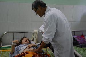 Liên tục ngất xỉu, cô giáo bị hành hung thủng màng nhĩ phải nhập viện sau lễ cưới