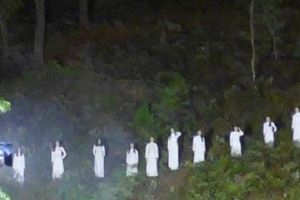 Tỉnh Hà Tĩnh nói gì về hình ảnh 10 cô gái mặc áo dài trắng gây tranh cãi?