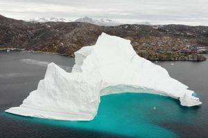 Tảng băng trôi 11 triệu tấn đe dọa dân làng ở Đan Mạch