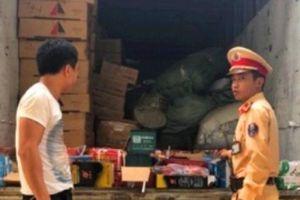 Nghệ An : Bắt xe khách chở hàng ngàn bình ắc quy không có giấy tờ