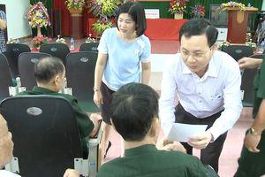 Chủ nhiệm Ủy ban Kiểm tra TPHCM thăm, tặng quà thương binh ở Bắc Ninh, Bắc Giang
