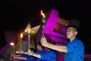 Thắp nến tri ân các anh hùng liệt sĩ tại 72 nghĩa trang ở Quảng Trị