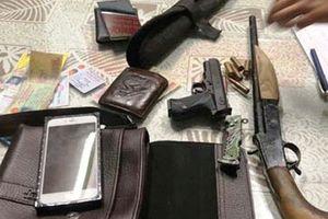 Bắt 4 thanh niên đang trên đường đi khủng bố con nợ để đòi tiền