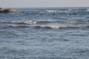 Rủ nhau tắm biển sau khi đá bóng, 2 thanh thiếu niên chết đuối