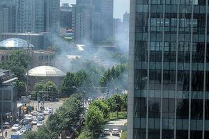 Video Nổ lớn bên ngoài Đại xứ quán Mỹ tại Bắc Kinh