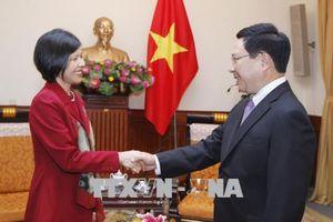 Phó Thủ tướng, Bộ trưởng Bộ Ngoại giao Phạm Bình Minh tiếp Đại sứ Canada
