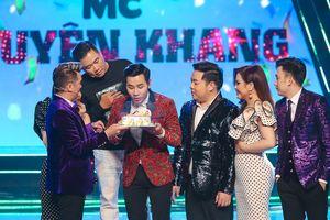 Đàm Vĩnh Hưng mừng sinh nhật Nguyên Khang trên sân khấu