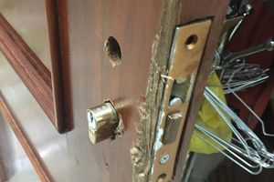 Đột nhập từ tầng 2, kẻ gian vào nhà phá tủ 'khoắng' nhiều tài sản