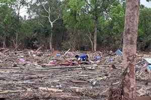 Chùm ảnh: Khắc khoải tìm người thân ở Lào