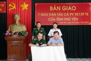 Tiếp nhận 07 ngư dân bị nạn trong vùng đặc quyền kinh tế biển Việt Nam