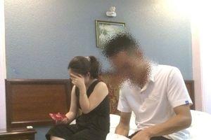 Cô giáo mầm non bị bắt quả tang trong nhà nghỉ với cán bộ CSGT