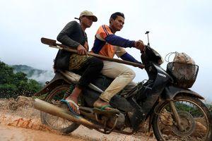 15 bác sĩ Việt Nam đến Lào thăm khám cho nạn nhân vụ vỡ đập
