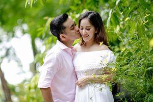 Chuyện showbiz: Khoảnh khắc ngọt ngào của Khánh Thi bên chồng trẻ