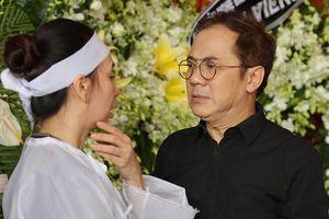 NSƯT Thành Lộc thất thần bên linh cữu nghệ sĩ Thanh Hoàng
