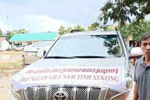 Những chuyến hàng cứu trợ của bà con Việt Nam đến với nhân dân Lào