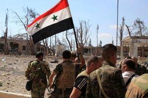SAA cắm cờ ở Al-Quneitra lần đầu tiên sau 4 năm để mất thành phố