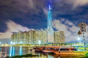 Người dân Sài Gòn háo hức chờ đón giây phút thắp sáng tòa tháp cao nhất Việt Nam