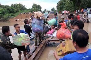 Khám chữa bệnh, hỗ trợ lương thực, áo quần giúp người dân Lào