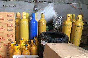 Lạng Sơn: Phát hiện kho chứa số lượng lớn bình 'khí cười'