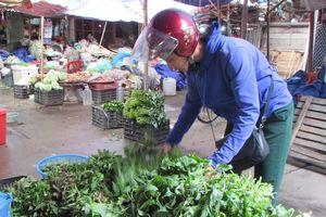 Sau mưa lũ, rau xanh tăng giá gấp ba