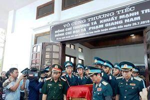 Đưa tiễn 2 sĩ quan phi công hy sinh tại Nghệ An về đất mẹ: 'Hãy yên nghỉ nhé đồng đội'