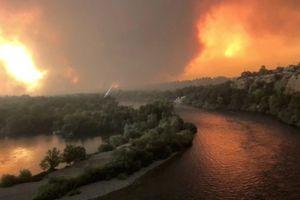 'Bão lửa' càn quét California, hàng nghìn người sơ tán