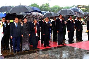Lãnh đạo Đảng, Nhà nước đặt vòng hoa tưởng niệm các anh hùng liệt sĩ
