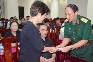 Gia đình 2 liệt sĩ phi công cảm ơn người dân làng Dừa