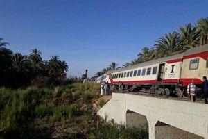 Lãnh đạo ngành đường sắt Ai Cập bị bãi nhiệm sau vụ tàu trật bánh
