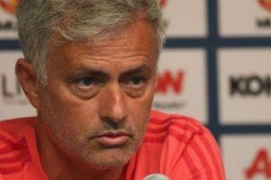M.U thảm bại: Hội chứng 'mùa thứ ba' sẽ khiến Mourinho mất việc sớm?