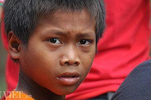 Ám ảnh những ánh mắt trĩu nặng vừa thoát khỏi vùng rốn lũ Sanamxay