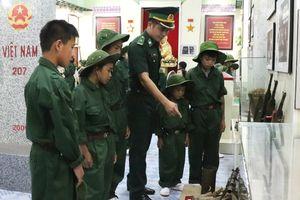 'Chiến sĩ nhí' trải nghiệm môi trường Quân đội