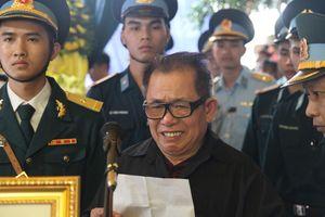 Bố liệt sĩ Phạm Giang Nam như muốn ngã quỵ khi nói về con trai