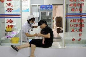 Trung Quốc: Tiết lộ động trời về vắc-xin 'tiêm vào như ăn dầu cống rãnh'