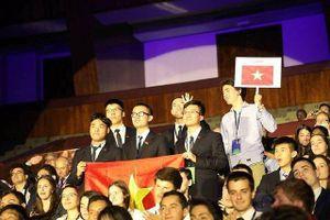 Việt Nam đoạt 2 huy chương vàng Olympic Vật lí quốc tế