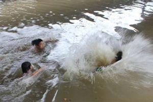 Nghệ An: Ba học sinh đuối nước thương tâm khi đi tắm