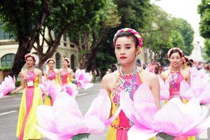 5.000 người diễu hành kỷ niệm ngày Hà Nội mở rộng