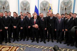 Đội tuyển Nga được Tổng thống Putin tặng huân chương