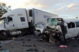 Hãi hùng hiện trường xe rước dâu gặp nạn, 13 người chết