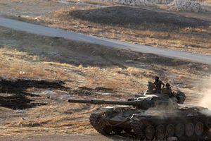 Lý do nhóm vũ trang Tây Nam Syria bất ngờ giao nộp xe tăng, đại bác cho Chính phủ