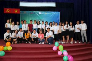'Sống hết mình với thanh xuân' cùng hàng trăm sinh viên ĐH Mở TP.HCM