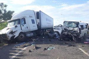Tài xế xe container kể lại giây phút kinh hoàng đâm biến dạng xe rước dâu: 'Tôi không kịp phản ứng'