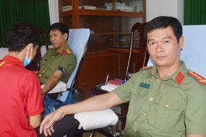 Người sĩ quan hàng chục lần hiến máu nhân đạo
