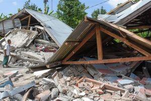 Hơn 200 nhà leo núi bị mắc kẹt sau động đất ở Indonesia
